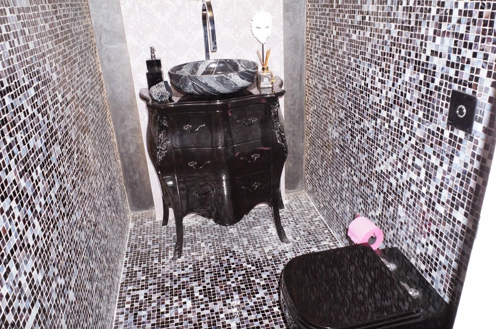 """lavabo preto luxuoso do ambiente """"Studio da Blogueira"""" - projeto Graziela Garavati - Casa Cor Litoral SP 2014"""