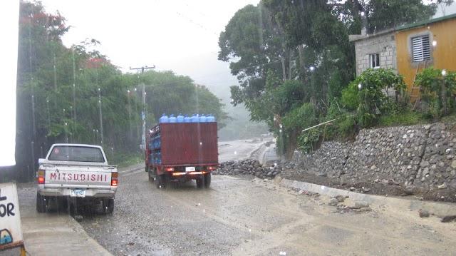 Aguaceros inundan Bohechío, Arroyo Cano y Yaque