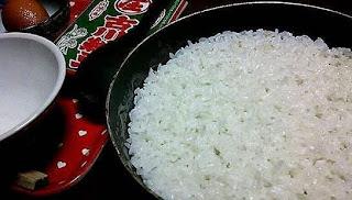 Cara menanak nasi agar tidak cepat basi