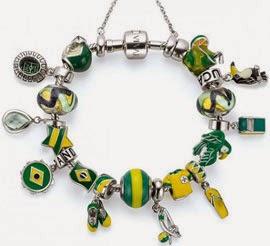 Pulseira com pingentes Copa do Mundo futebol Brasil coleção Vivara