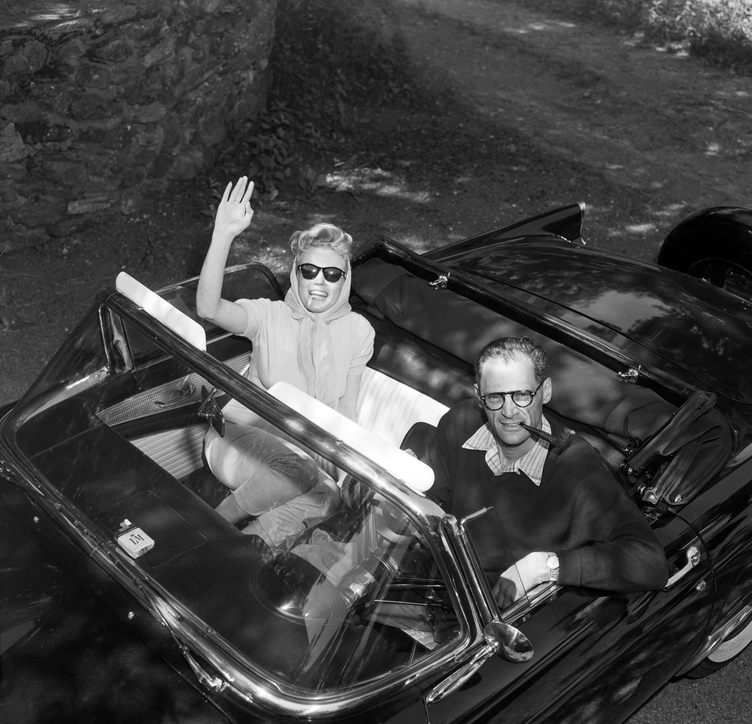 http://2.bp.blogspot.com/-MNOfxe4wUZ4/TfFq3oc_nwI/AAAAAAAAAMM/GJz2sRV4yQI/s1600/Marilyn+Monroe+and+Arthur+Miller+1956+p.jpg