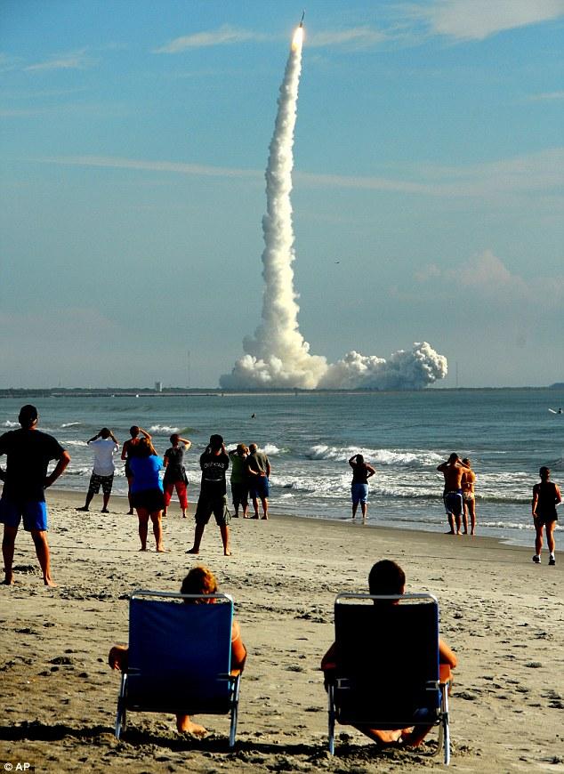 Roket Delta II dilancarkan ke bulan