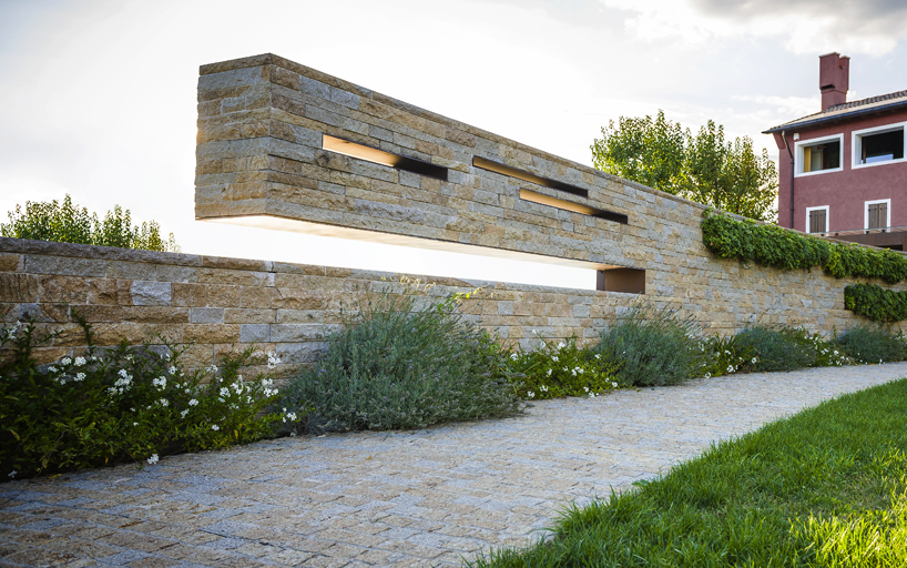 The design of the courtyard for guests at the winery in Italy by Alessandro Isola