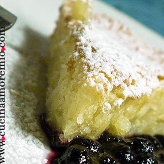 clafoutis all'ananas con coulis di mirtilli