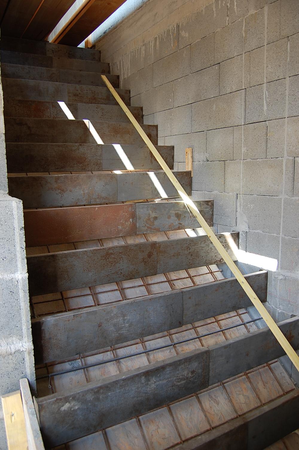 Pin coffrage escalier on pinterest - Coffrage escalier arrondi ...