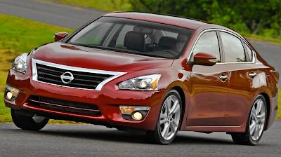 2013 Nissan Altima sedan cornering