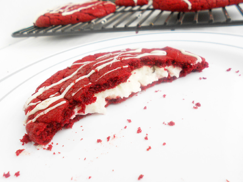 Confessions of a Confectionista: Red Velvet Cheesecake Cookies