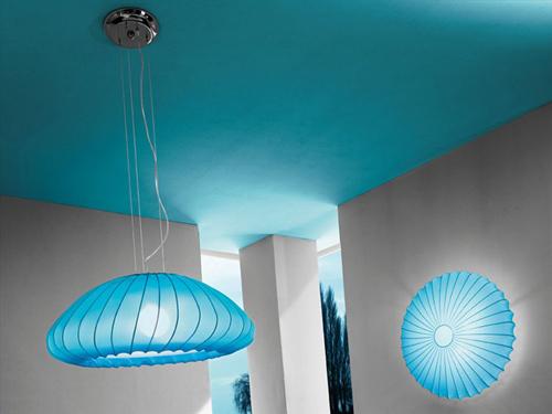 La lámpara de techo viene en 11 colores y en 2 formas diferentes, y es muy fácil de desmontar para lavar.