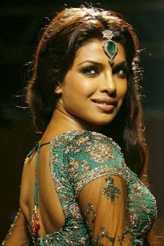 Priyanka Chopra's boobs pop out from tight blouse nipple impression saree hot pics hd