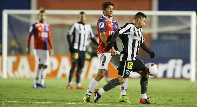 Botafogo vence com gol aos 47 e é o novo líder da Série B