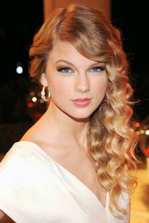 foto taylor swift di acara BMI Country Awards 2009