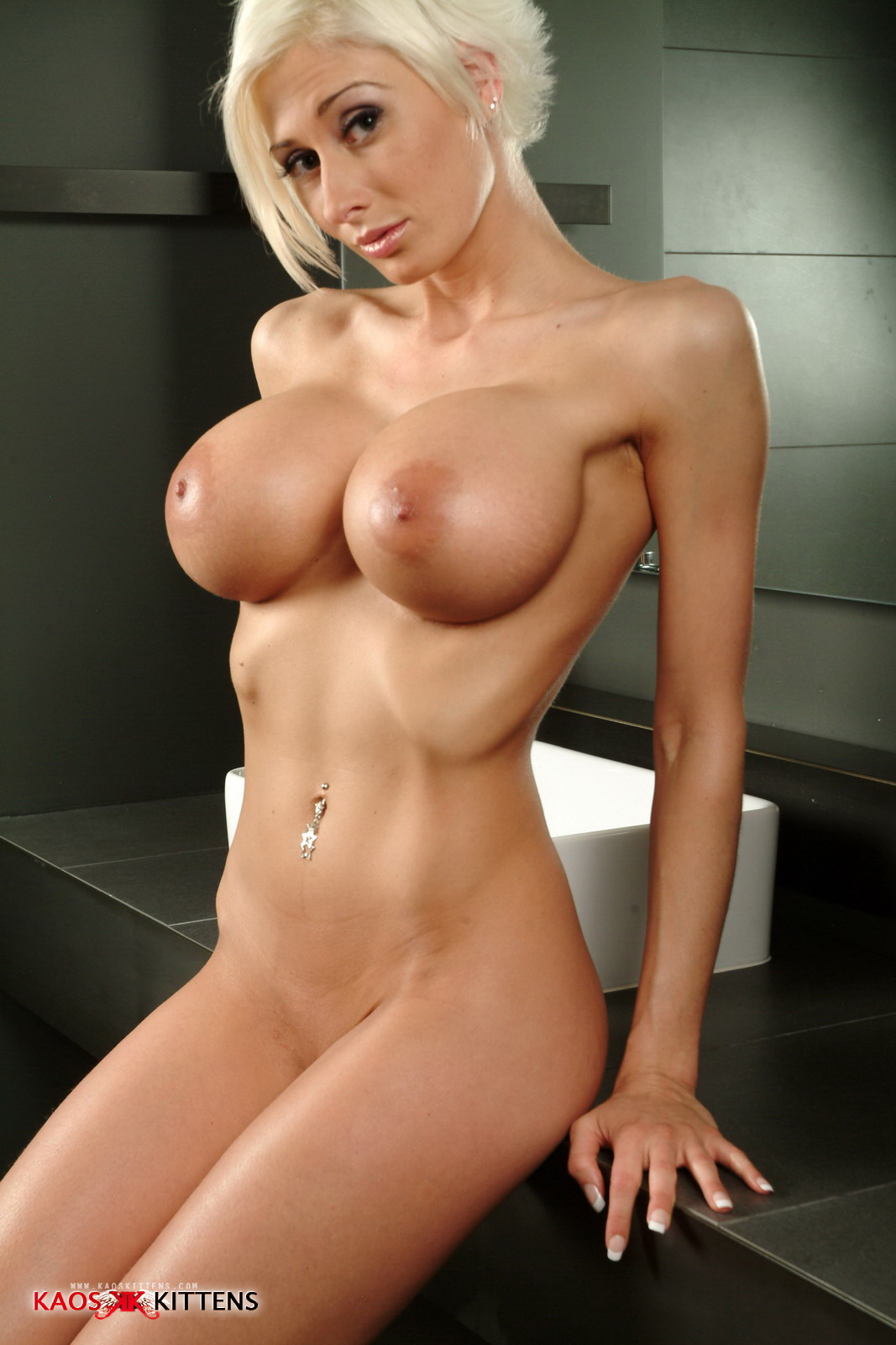 girls with short hair and big tits nude