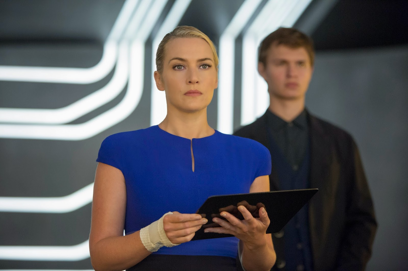 Kate Winslet et Ansel Elgort dans Divergente 2, de Robert Schwentke