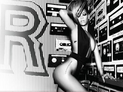 rihanna_hot_wallpaper_in_black_sweetangelonly.com