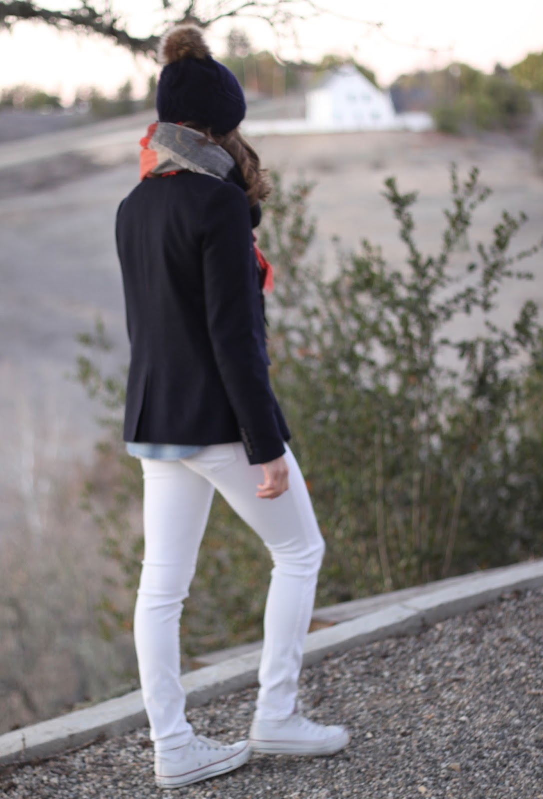 white jeans and navy outfit
