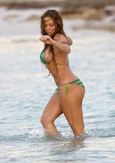 Mariah Carey Pamer Payudara