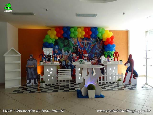 Super-Heróis - Tema para decoração de festa de aniversário infantil de meninos em mesa provençal.