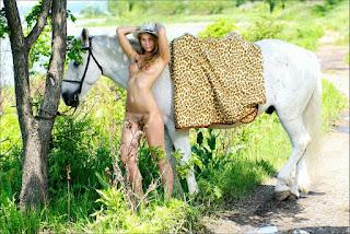 Nude Selfie - rs-Camille_-_Giddyup_-_004-729990.jpg