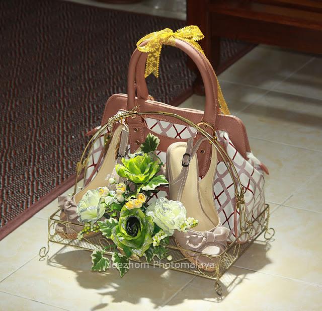 Gubahan hantaran kahwin - Kasut dan beg tangan