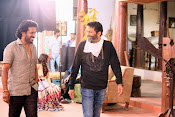 son of sathyamurthy shooting stills-thumbnail-11