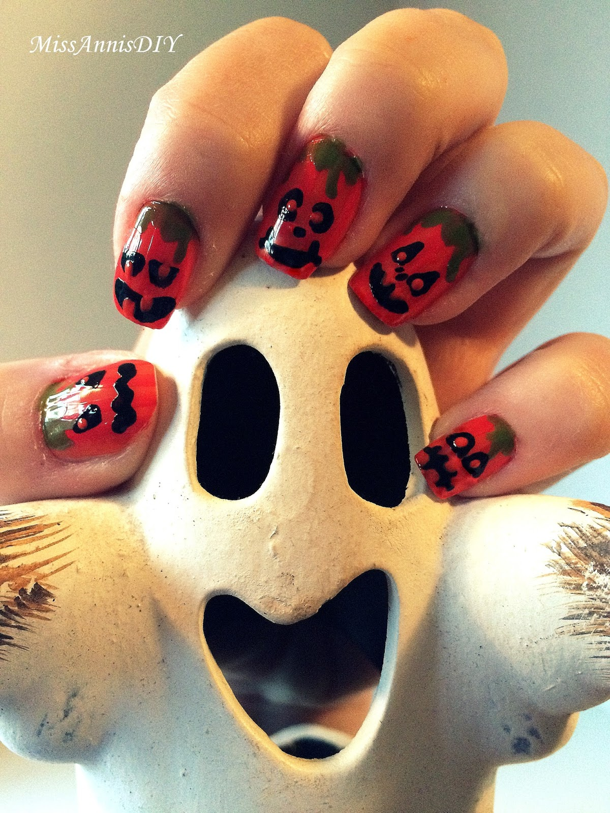 Miss Anni\'s DIY: Halloween Nails