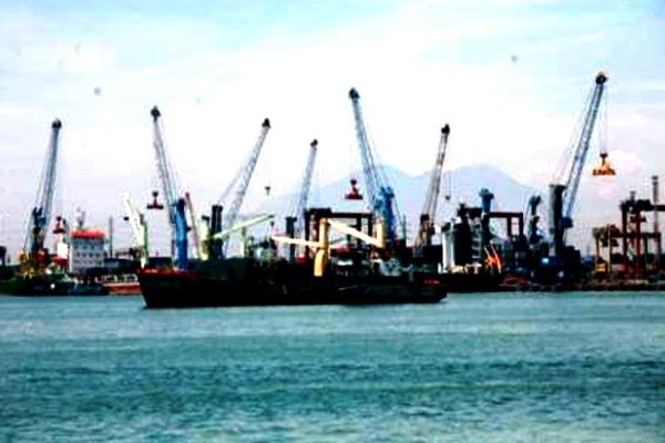 Pelabuhan Tanjung Perak, Surabaya. MARITIME LINE