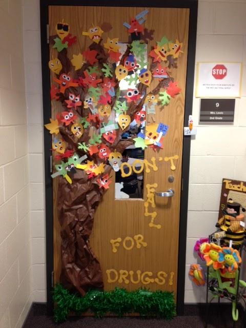 Rockin 39 teacher materials don 39 t fall for drugs for Autumn classroom door decoration ideas