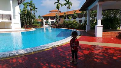 mandi kolam hotel
