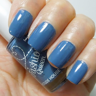 Etude House Fashion Queen medium blue nails