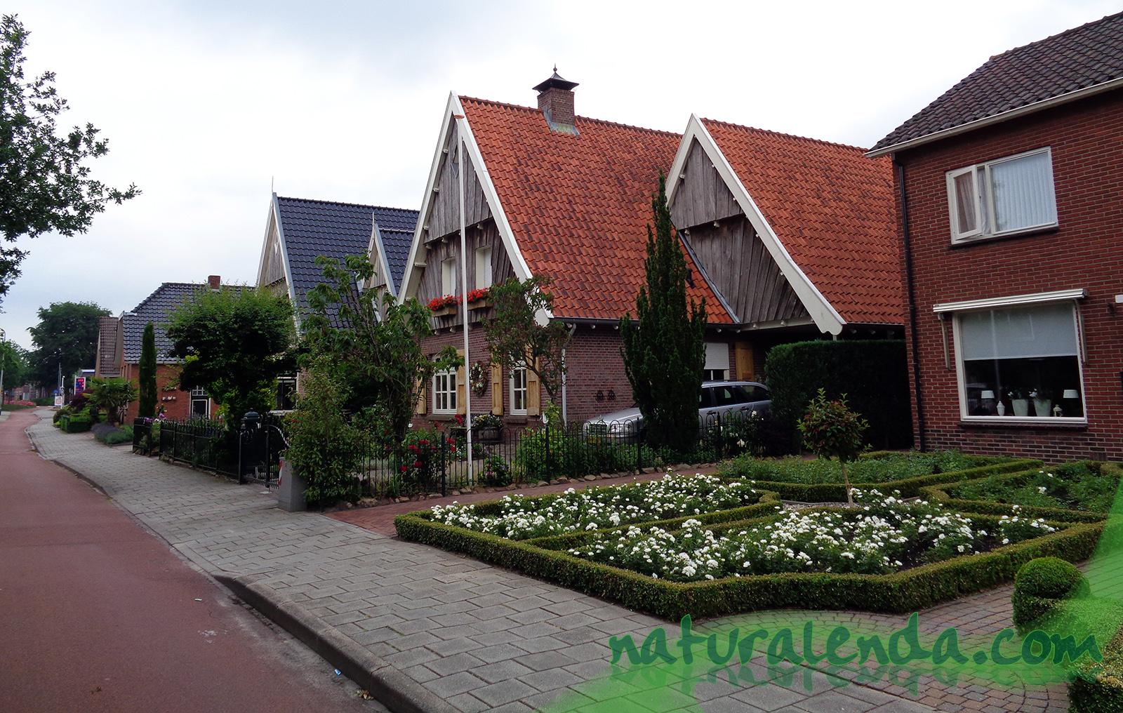 casas con jardin delante