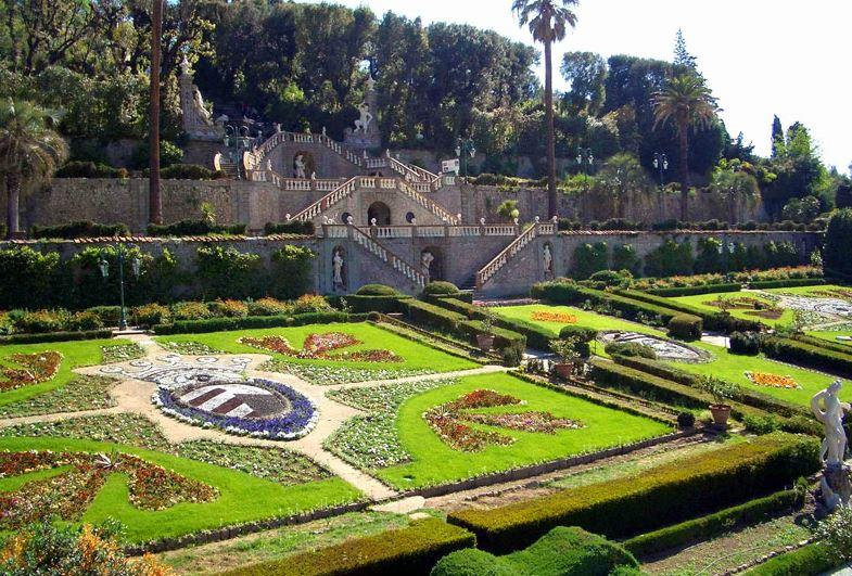 Il giardino delle naiadi pinocchio a villa garzoni - Gradoni giardino ...
