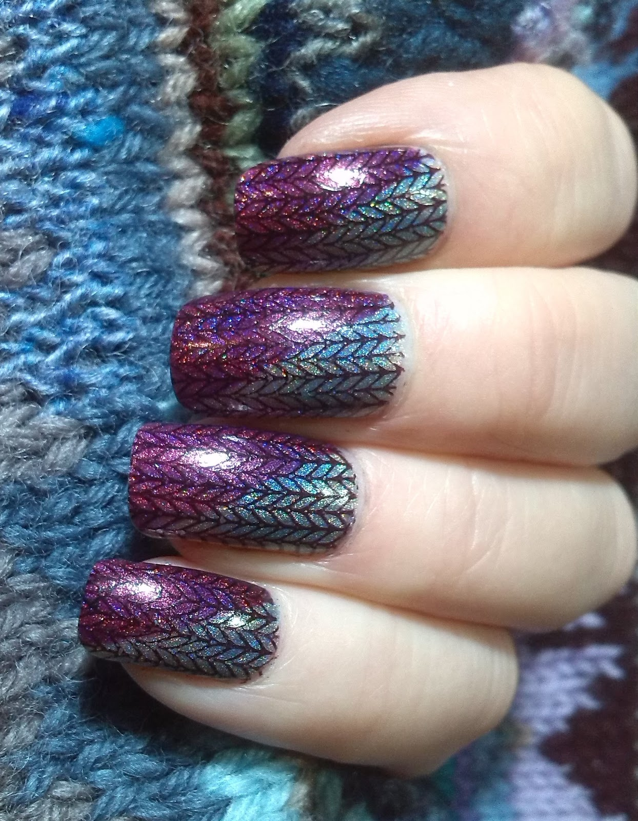 Holographic knitty nails