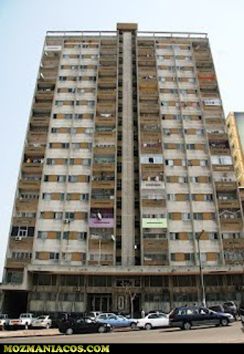 Imundície no prédio 717 em Maputo