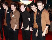 Os astros do One Direction teriam pedido permissão para fazer uma pausa .