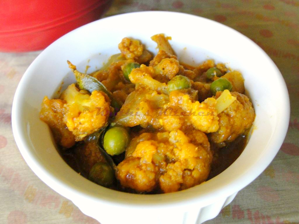 Krithis kitchen cauliflower peas masala south indian style cauliflower peas masala south indian style indian curry recipes forumfinder Images