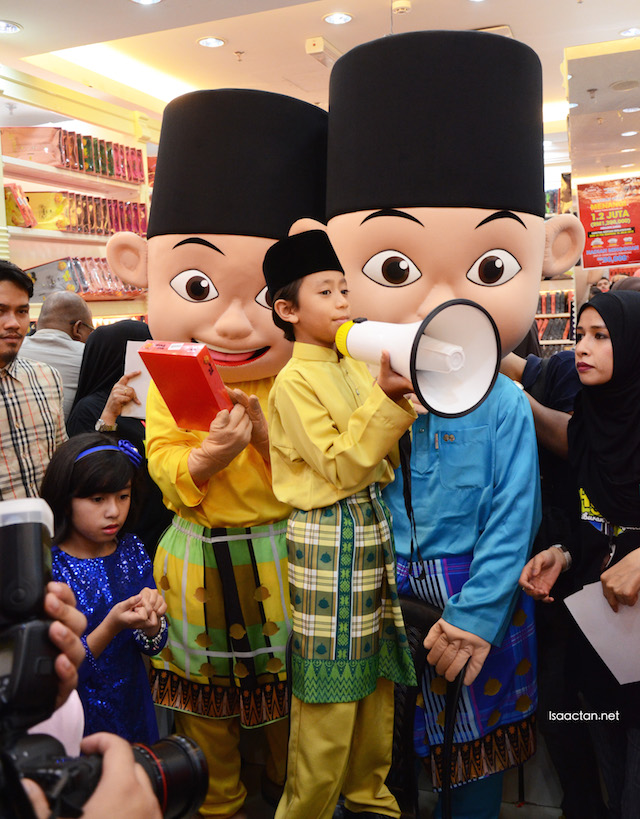 Even Rykal Iskandar and Mia Sara were running an auction with Upin & Ipin
