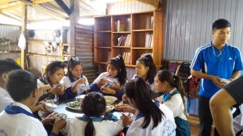 Gia Lai: Bếp cơm người lính nuôi học sinh vùng biên đến trường