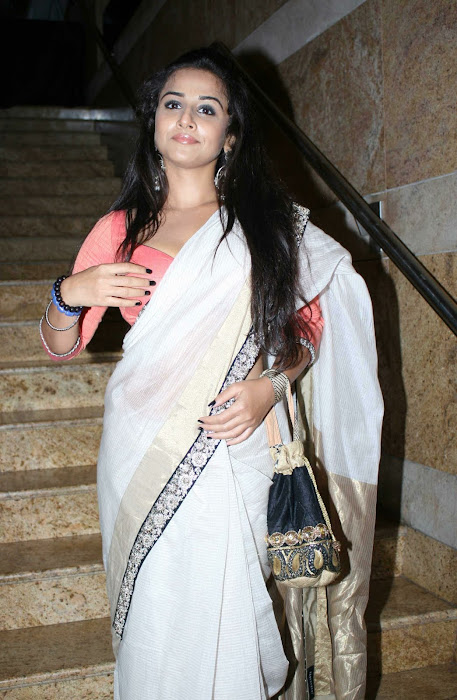 vidya balan gargeous look in sabyasachi designer saree at lakme fashion week actress pics