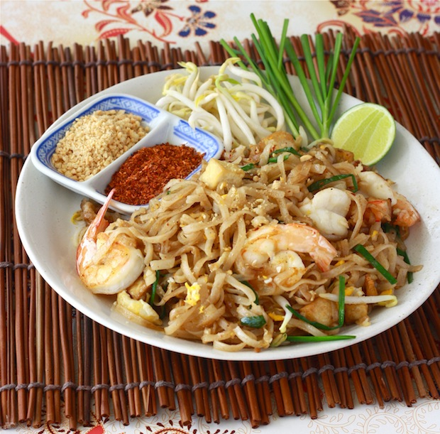 Pad Thai recipe by SeasonWithSpice.com