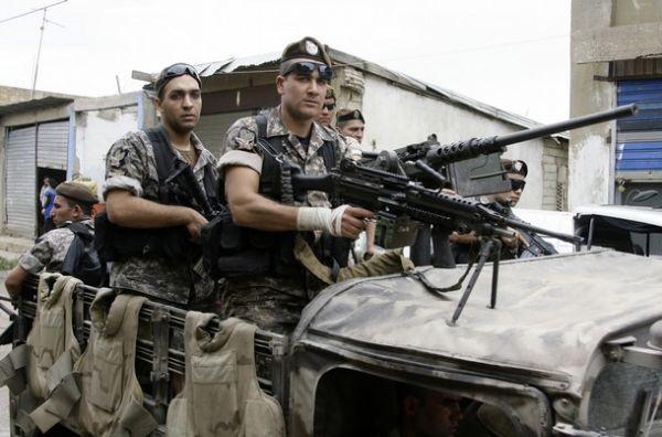 Liban Lebanese+army+soldiers+patrol+the+Lebanese+villages+in+Wadi+Khaled+near+Talkalakh+opposite+the+Syria-Lebanon+border%252C+north+Lebanon%252C+%25283%2529