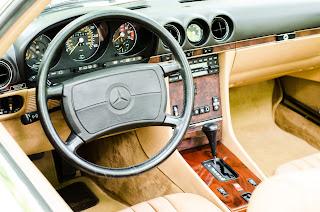 30 Mercedes-Benz 560SL R107 1988