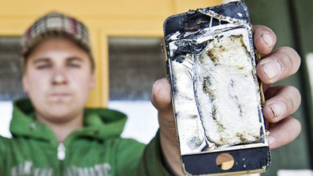 iPhone 4S exploding into guy's pocket