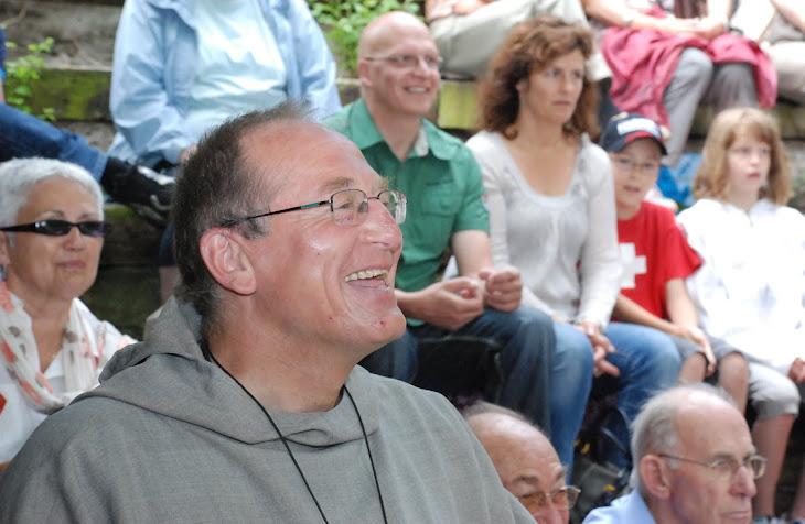 Le Père Nicolas Buttet sur la Colline Ardente pour l'inconnue du Rhône le 3 juin 2012