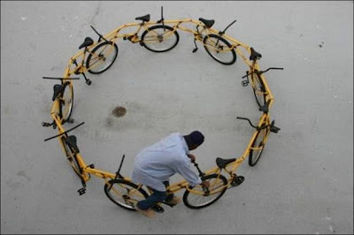 funny_picture_cycles_in_circle_vandanasanju.blogspot.com
