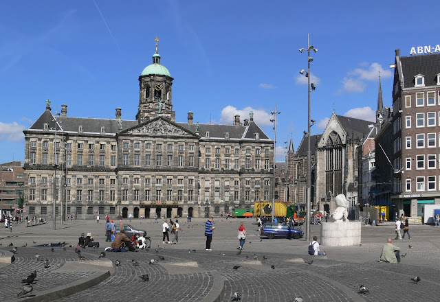 La Plaza Dam en Ámsterdam, Holanda