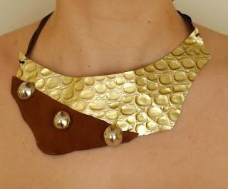 collar de cuero rebeca ojuilla