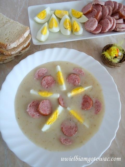 Barszcz biały z kiełbasą i jajkiem