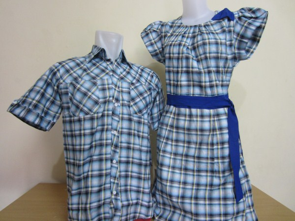 model kemeja dan dress couple warna biru