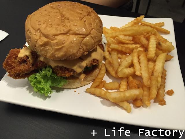 OMG chicken burger, Piccolo Cafe, Taman Equine, Seri Kembangan
