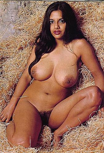 Bangla girl in australia showing butt